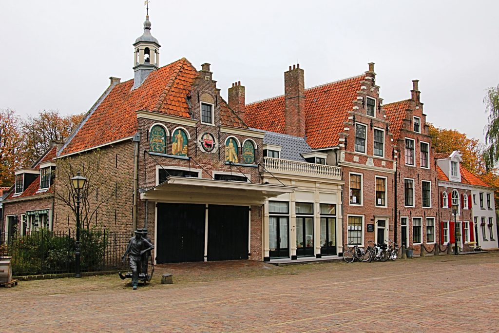 Edam Netherlands Map%0A Passing the   th century baroquestyle Town Hall  we headed down the main  street towards Fort Edam  After a    minute walk  we soon found ourselves  at the